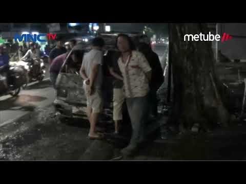 Detik-detik Angkot Trayek Parung-Pondok Labu Ludes Terbakar di Cilandak - LIP 16/07