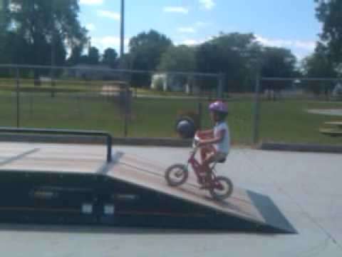 Hannah shreds the Morenci Skatepark