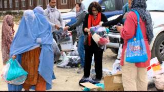 preview picture of video 'Kabul refugees receive winter aid from ISAF volunteers, Nov 16'