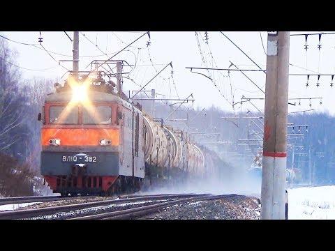 Электровоз ВЛ10-382 с грузовым поездом