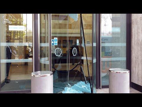 Jury acquits Shell window smashers