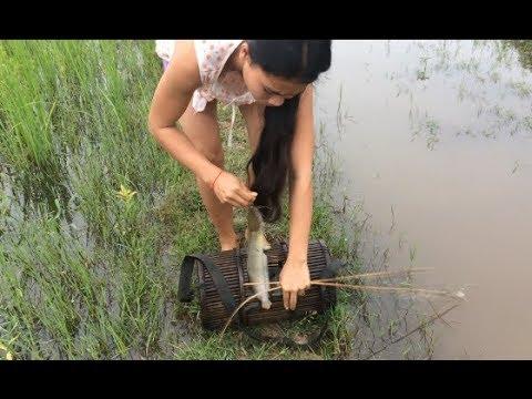 Amazing girl Fishing, Khmer Real Life Fishing At Siem Reap