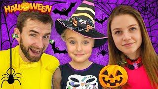 Sasha y Halloween Trick or Treat Contest