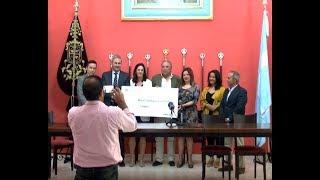 La Obra Social de la Caixa hace entrega de un cheque de 5000 € para las Colonias de Verano.
