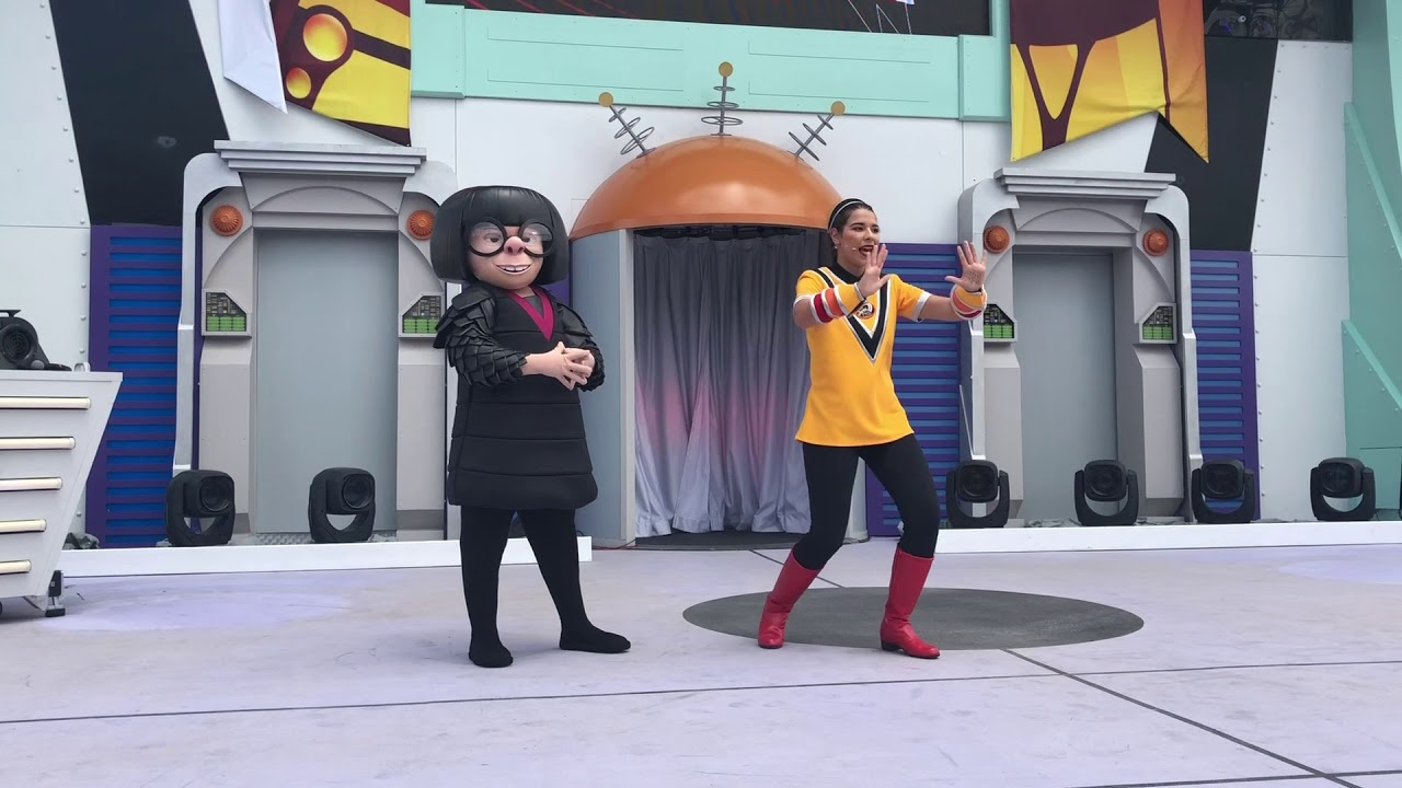 Edna Mode appears at the Incredible Tomorrowland Expo