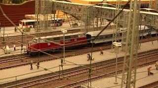 preview picture of video 'Die große Modelleisenbahn der Modulbaufreunde Ladenburg auf dem Maimarkt in Mannheim'