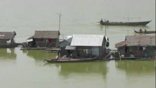 preview picture of video 'Fishing with bamboo techniques in the Meking in Cambodia'