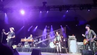 Hold Me in Your Arms - The Trews with The Lazys, live @ CNE