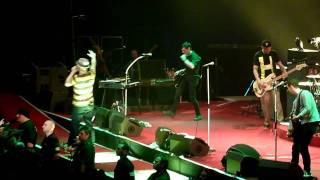 preview picture of video 'Beatsteaks live in München 2011 Boombox Automatic'