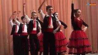 "Ansamblul ""ARABESCHI"" (cl a-VIII-a). Dansul ""Fondango"""
