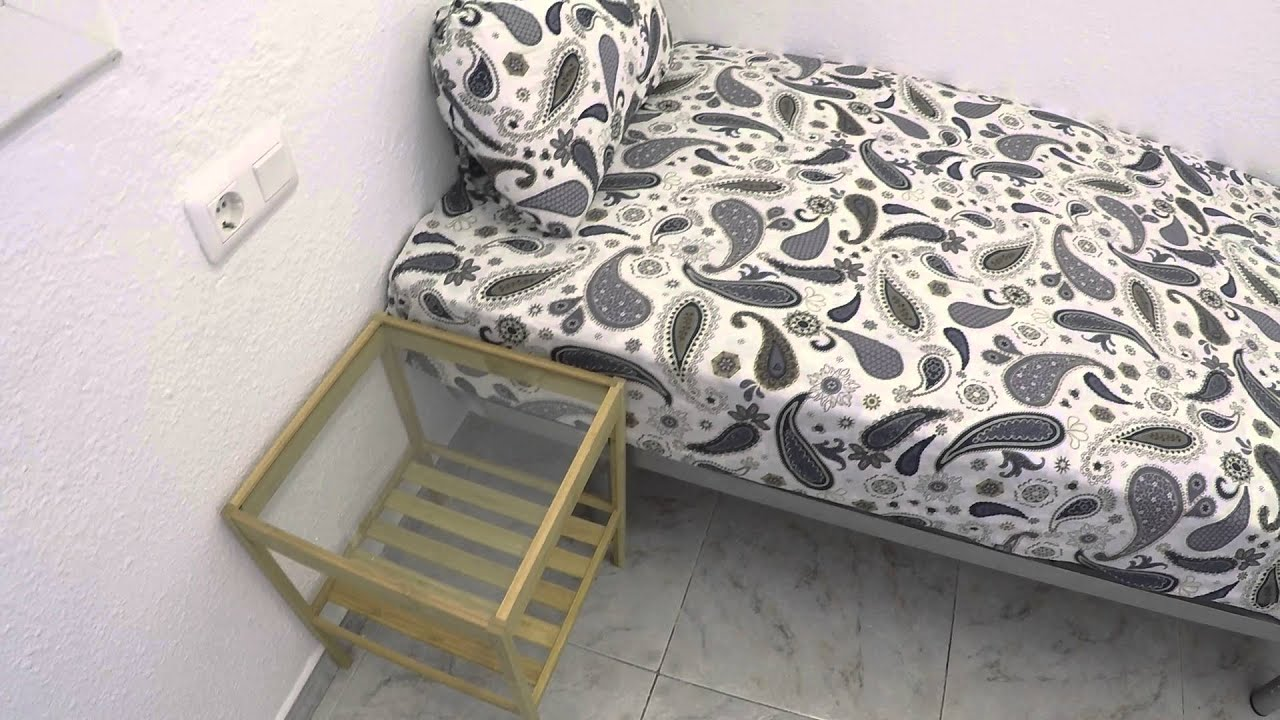 Furnished room with window view interior patio in shared apartment, El Raval