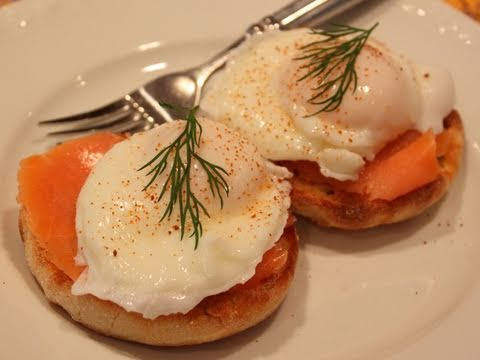 Smoked Salmon Eggs Benedict – Hollandaise Free Version!