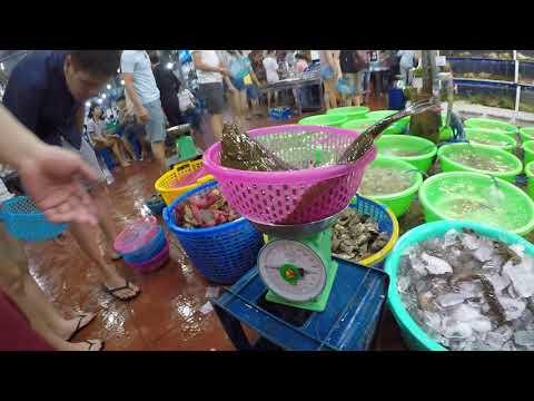 A 'Be Man' fresh seafood dining experience in Da Nang, Vietnam