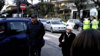 preview picture of video 'Somma Vesuviana: Anziana signora scatena una rissa, il traffico si blocca e... Barbra Streisand'