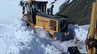 Volvo GD940 greyder ile karla müçadelede kara saplanan operatör battığı yerden kurtuldu