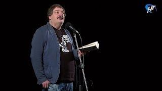 Писатель Дмитрий Быков провел творческий вечер в театре «Малый»