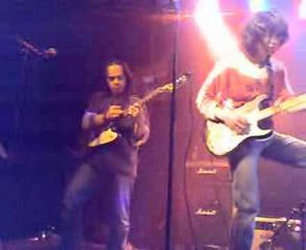 SKINNY TRIBUTE Guitar Duel