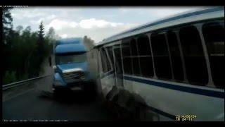 Смотреть онлайн Подборка аварий задом наперёд
