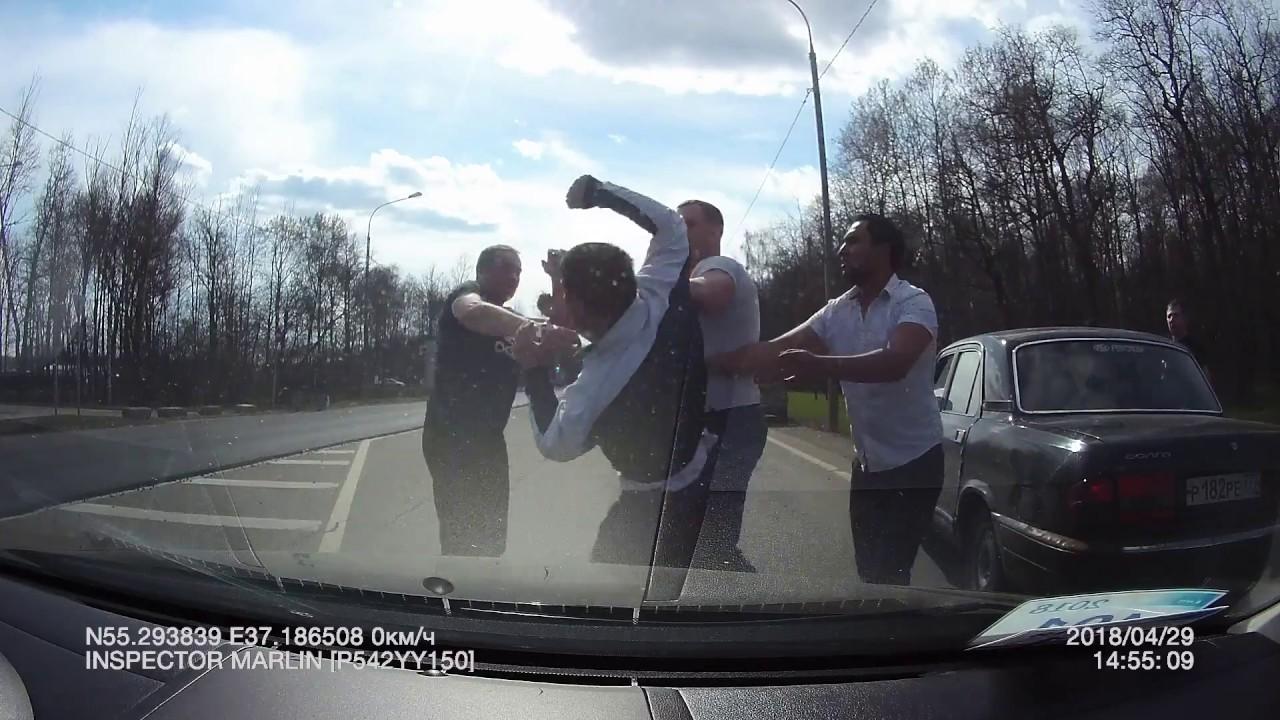 Жестокая драка водителей на Варшавском шоссе