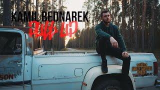 Kadr z teledysku Pull Up tekst piosenki Kamil Bednarek