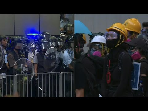 Protesters and police stand off in Hong Kong's Mongkok district   AFP