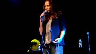 Linda Eder singing A Broken Wing