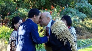 Presiden Jokowi Lakoni Prosesi Cium Hidung saat Kunjungan ke Selandia Baru, Simak Videonya