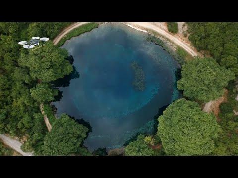 Γαλάζια λίμνη: Η φυσική λίμνη Βηρός που σχηματίζουν οι πηγές του Λούρου ποταμού
