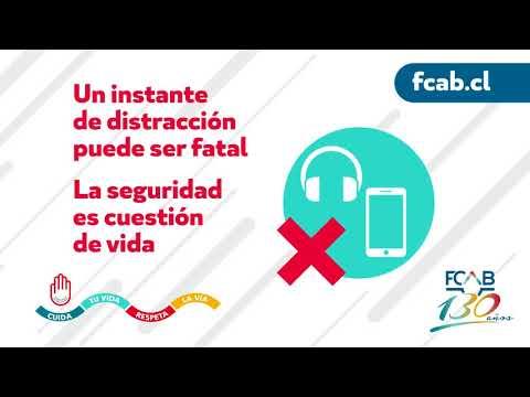 No uses audífonos ni celular cerca de la vía del tren