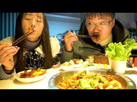 夫妻下馆子,王婆大虾最大份,凉菜面条免费吃,简直爽爆了!【徐大sao】