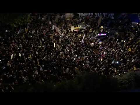 צביעות התקשורת: הפגנות השמאל - מהללים, כבוד אחרון לרבנים - מנאצים