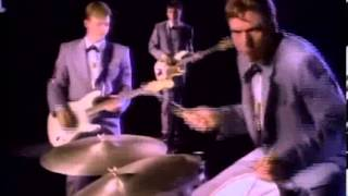 Chris Isaak - You owe some kind of love (Subtítulos en español)