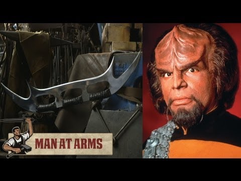 Blacksmithing Klingon Bat'Leth (Star Trek)