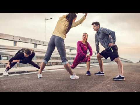 Eine Reihe von Übungen mit zervikaler Osteochondrose in der Turnhalle