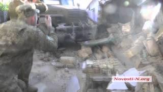 """Видео """"Новости-N"""": В Николаеве военные въехали в дом"""