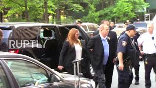 USA: Weinstein taken to court after turning himself into police