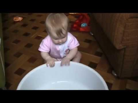 Игры без игрушек для малышей в 7 месяцев