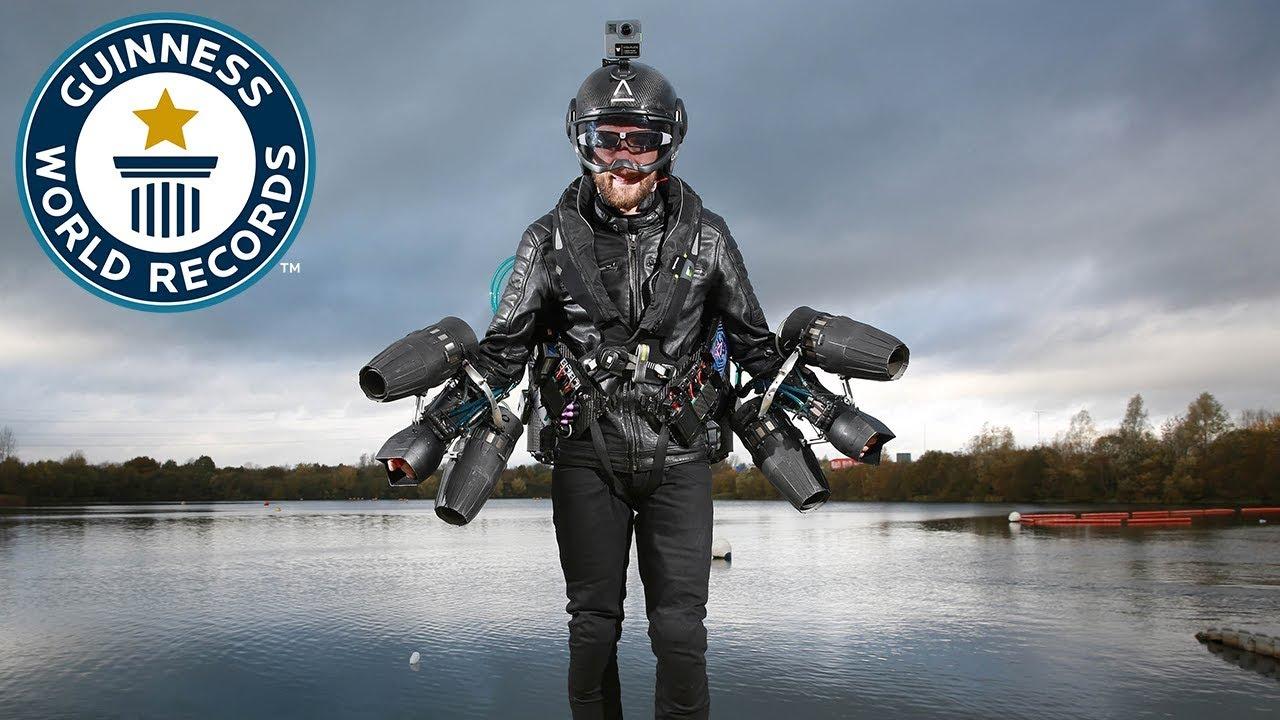 Изобретатель летательного костюма испытал его и поставил мировой рекорд скорости (3 фото)
