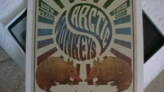 Arctic Monkeys - 01 Riot Van (Live in Texas)
