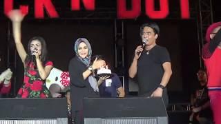 Gambar cover Charly Setia Band Civm Istri Saat Konser, Rayakan Ultah di Panggung