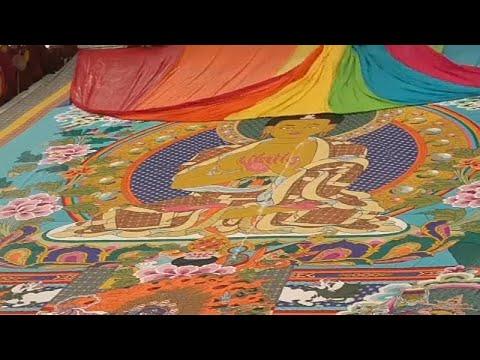 العرب اليوم - شاهد: طقوس بوذية يؤديها مجموعة من معتنقي هذه الديانة