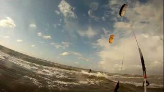 preview picture of video 'Kitesurfen in St Peter Ording Böhl mit Regen, Sonne, Flachwasser und Welle'