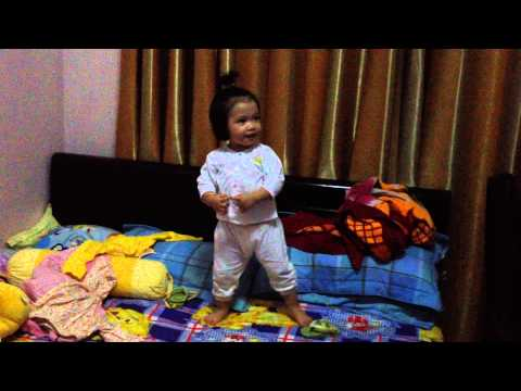 Kim Vy Singing & Dancing Twinkle Twinkle Little Star