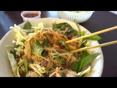 หิวจัดซัดเฝ๋อเรือตามด้วยข้าวมันไก่ที่เวียiงจันทน์ สะใจหลายเด้อ Vientiane noodle