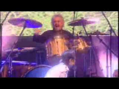 Queen + Paul Rodgers - We Will Rock You/We Are The Champions (UK Hall Of Fame 2004)