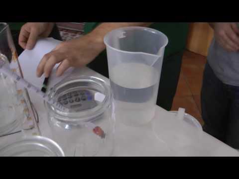 Schnapsbrennen lernen: Schnaps selbst verdünnen und abfüllen