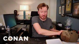 Conan Live Blogs The Show On Facebook! 4/5/11