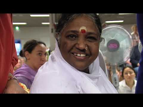 Happy (inter) View ~ Amma about hugging: Love is the only answer (1)