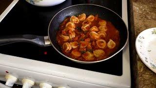 Оригинальное блюдо снова на канале У Макса. Пельмени/Бульмени   томатном - колбасном лечо подливе на сковороде. Пельмени в подобном исполнении вряд ли обнаружишь в кафе и  ресторанах.  Пельмени/Бульмени перезапиленные в новый