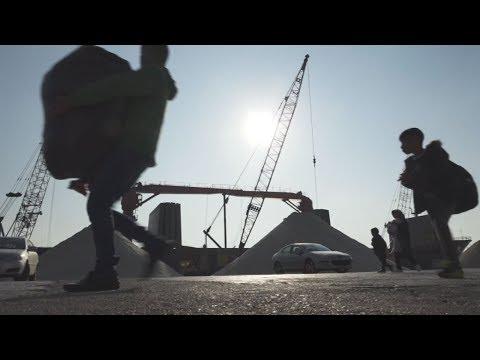 Στο λιμάνι της Ελευσίνας από τη Σάμο 693 μετανάστες και πρόσφυγες
